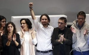 epa04490774 Leader of Spanish Podemos party, Pablo Iglesias (C), reacts following his election as the party's Secretary General during the closing ceremony of the constituent assembly in Madrid, Spain, 15 November 2014. It was announced during the assembly that Pablo Iglesias would become the left leaning Spanish Podemos party's first Secretary General after he and his team won by a large majority of votes in the online election which took place between 10 to 15 November.  EPA/CHEMA MOYA