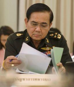 O líder a conferir as perguntas. Imagem Wikipedia.