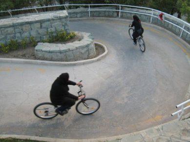 Diabos em duas rodas e provavelmente com selim. Imagem: AFP/Getty Images