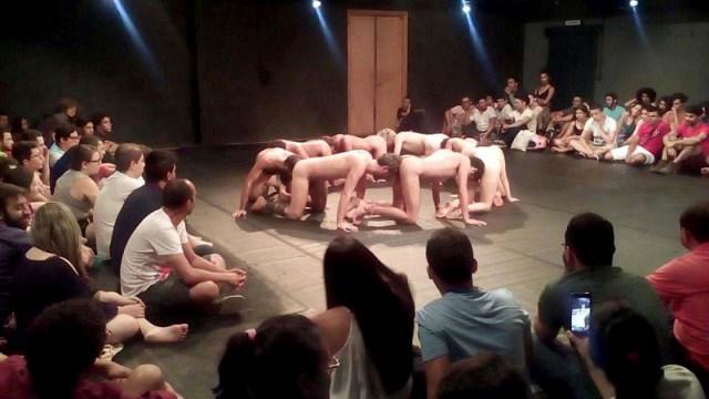 Peça-teatral-Macaquinhos-é-exibida-na-Alemanha