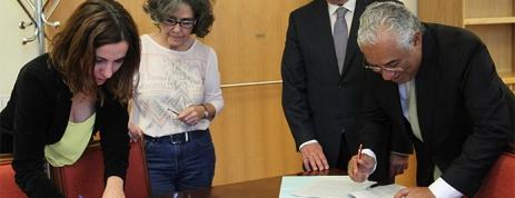 A assinatura do acordo de constituição da geringonça foi feita num produto nefasto, oriundo da exploração do eucalipto pelo grande capital